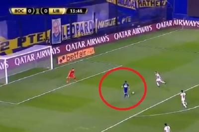 "Delantero ""regaló"" pelota a Silva y es víctima de memes"