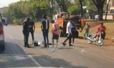 Motociclista muere al estrellarse contra con camión recolector de basura