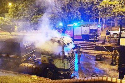 Miembro de la ASOCUAM afirma que ya hay gente que amenazan con quemar camiones si el Gobierno no abre la frontera