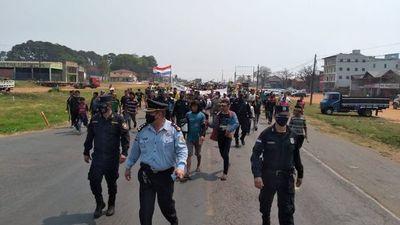 Nativos cierran ruta en Caaguazú y exigen audiencia con el Presidente