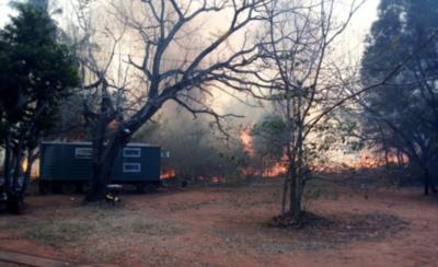 HOY / Incendio de grandes proporciones consume el Cerro Koi en Areguá