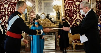 La Nación / Scavone Yegros presentó credenciales al rey de España