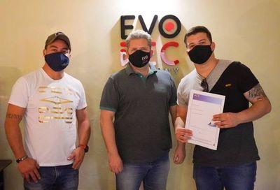 Sambamaños firma con @evorecmusic y podrá expandir su talento musical a nivel país