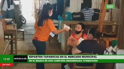 Reparten tapabocas en el mercado municipal de Concepción