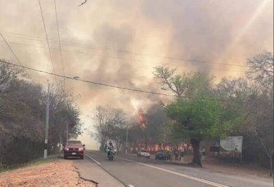 Incendio está fuera de control en zona del Cerro Kõi
