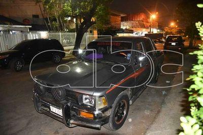 Abandonan vehículo que antes fue asaltado y robado en Villa Elisa