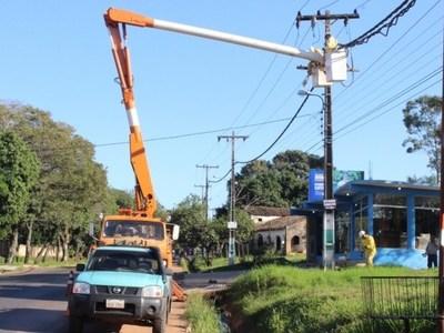 Miles de usuarios sin luz: ANDE culpa a mantenimiento y a los fuertes vientos