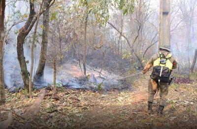 Sigue arduo trabajo para combatir el fuego en parques nacionales y en el monumento Cerro Kõi de Areguá