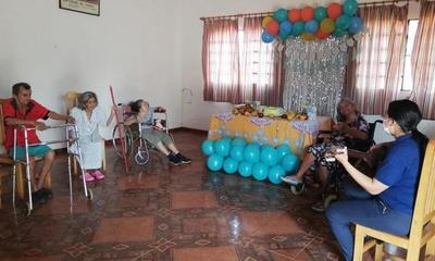 Festejan Día del Adulto Mayor en el Hogar de Ancianos de Coronel Oviedo – Prensa 5