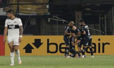 Olimpia cae ante Santos y podría quedar eliminado esta noche