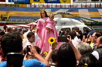 Misa folclórica, paseo aéreo y karu guasu en Luque •