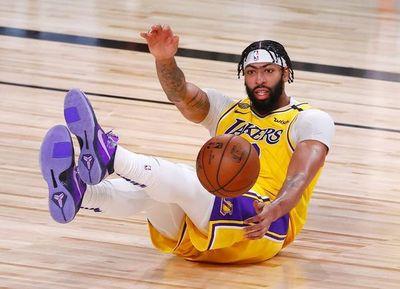 Angeles Lakers dan el primer golpe
