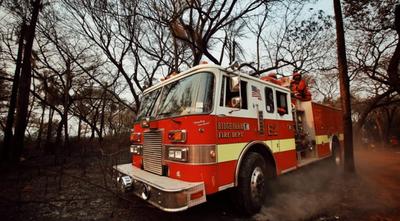 Gobernador dona su salario a bomberos y pide a colegas hacer lo mismo