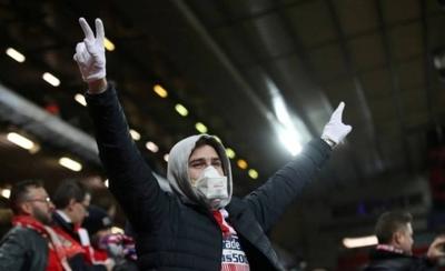 HOY / UEFA autoriza el retorno parcial del público a las gradas