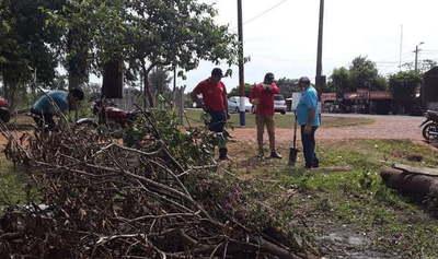 Denuncian que funcionarios municipales atropellaron propiedad y echaron caseta