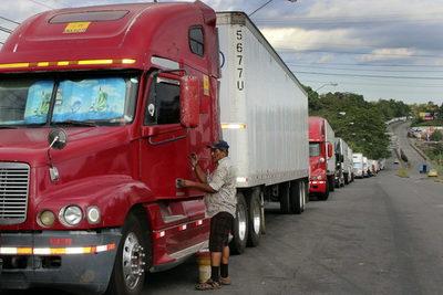Cientos de camiones varados en la frontera con Panamá por una protesta en Costa Rica