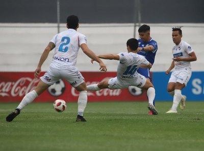 """Crónica / Muchos goles en el """"Arsenio Erico"""""""