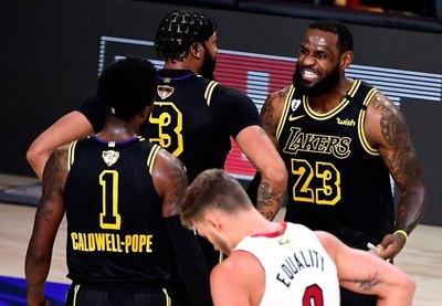 Los Lakers suman su segundo triunfo con otra gran exhibición de Davis y LeBron