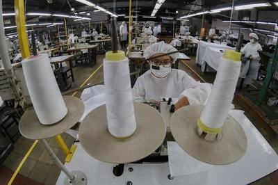 Industria textil se reinventa para sobrellevar golpe económico