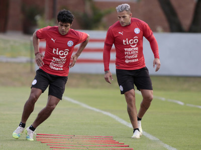 Raúl Bobadilla y Robert Rojas se sumaron al plantel albirrojo