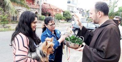 Bendición de mascotas se realiza en honor a San Francisco de Asís