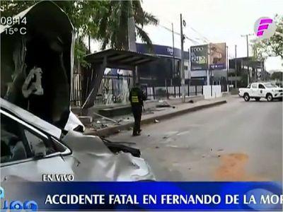 Trabajadora fallece en parada de bus tras ser impactada por camioneta