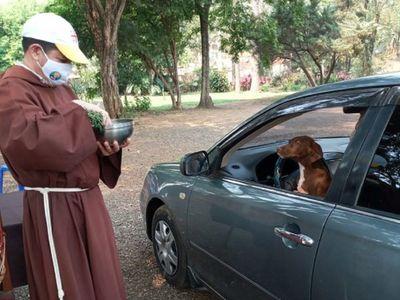 Bendicen a mascotas en modo Covid-19 por el Día Mundial de Animales