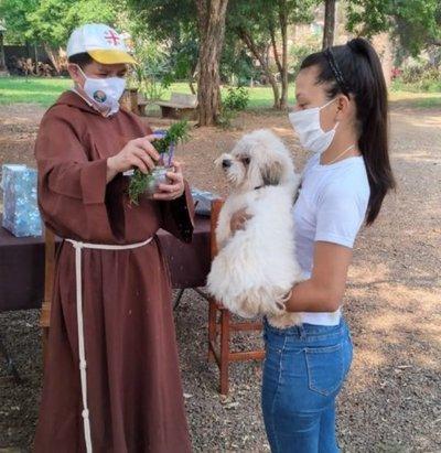 Mascotas fueron bendecidas en su día