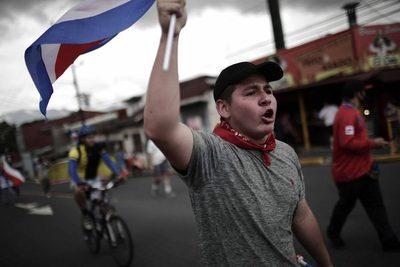 Sube la violencia en protestas contra el posible acuerdo con el FMI en Costa Rica