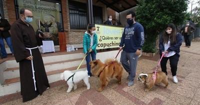 La Nación / Bendicen a mascotas