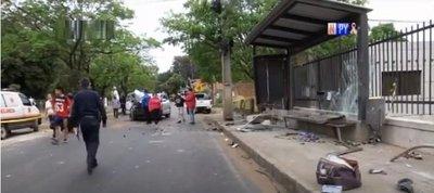 Joven fallece atropellada mientras aguardaba por un bus