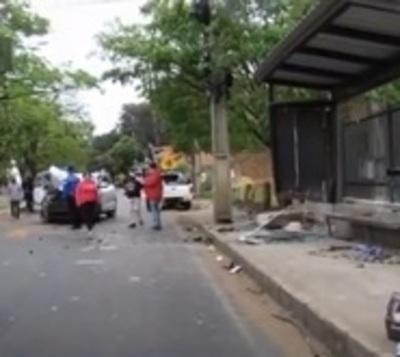 Joven muere atropellada mientras esperaba un ómnibus