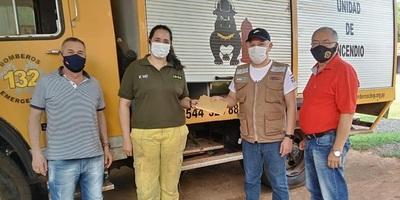 Caazapá: Gobernación entregó aporte a Bomberos de San Juan Nepomuceno