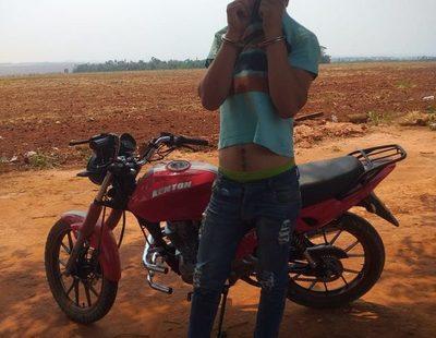 Detienen a joven con moto robada