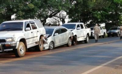 Freno brusco de un vehículo provoca cuádruple choque en Hernandarias