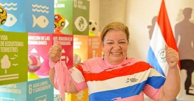 La Nación / Octubre Rosa: luchadora emociona en bailoterapia