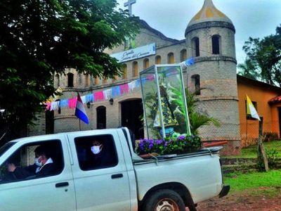 Vendiendo rifas y comidas, laicos ayudan a sus  iglesias