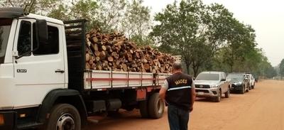 Demoran camión con 5 toneladas de madera nativa sin documentación en Caacupé