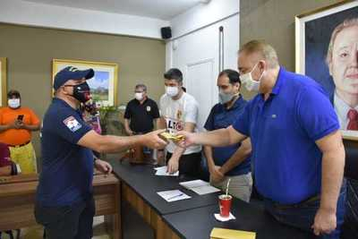 González Vaesken donó su salario a los bomberos voluntarios