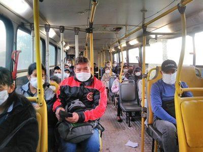 Elevan a 16 personas paradas la cantidad máxima en buses