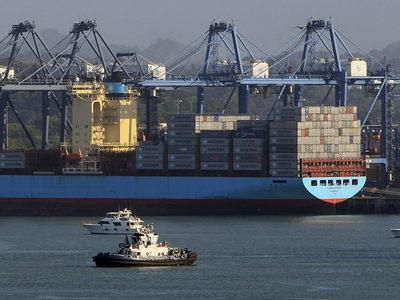 El Canal de Panamá cierra el año fiscal con un alza de 1 % en el tonelaje transitado