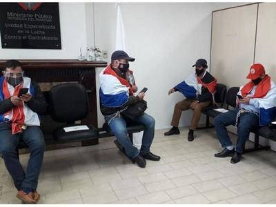 Guairá: Se encadenan para exigir que se le impute al intendente