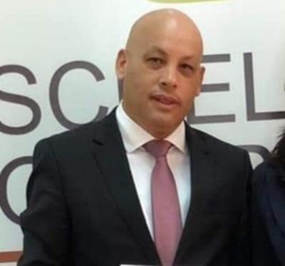 Exactuario judicial se esconde de sus acreedores de la capital del país