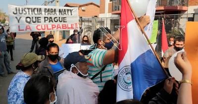 La Nación / Familiares exigen cárcel para conductora que atropelló a joven madre