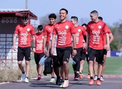 Mundial de Qatar 2022: La Albirroja se moviliza con miras de cara al juego contra Perú