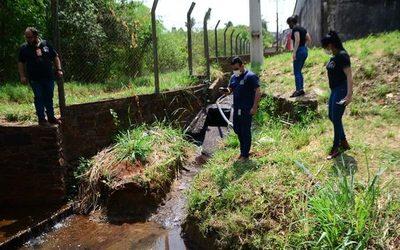 Tras denuncias nuevamente intervienen fábrica que vierte desechos a arroyo
