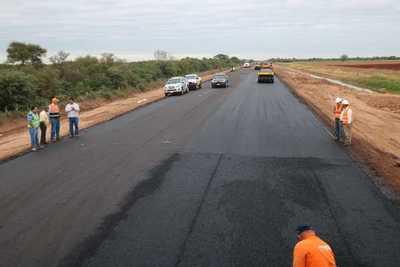 Presentan proyecto de camino enripiado en Alto Paraguay para conectar con la Ruta Bioceánica