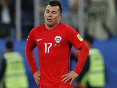 Chile prepara choque contra Uruguay con importantes bajas defensivas