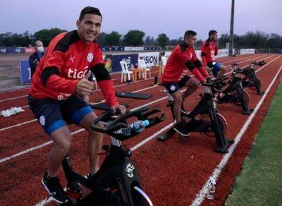 La Albirroja con dotación completa para recibir a Perú