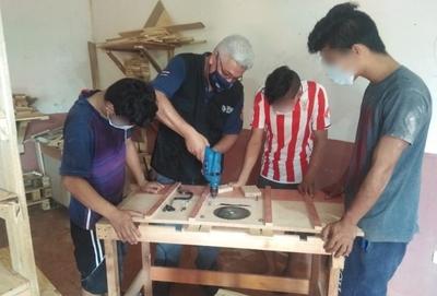 El hobby de la carpintería para transformar vidas de adolescentes en conflicto con la ley penal